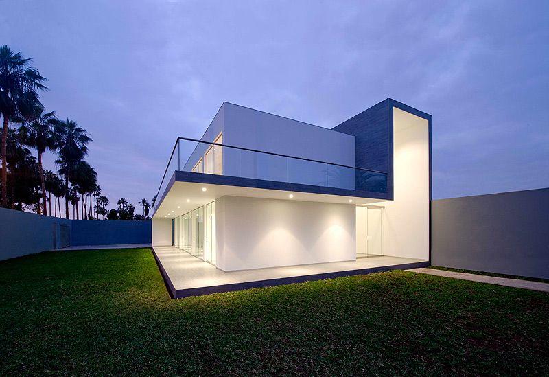 Casa minimalista diseñada por Javier Artadi