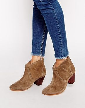 4a371c71292710 Hudson London – Kiver – Beigefarbene Ankle Boots aus Wildleder ...