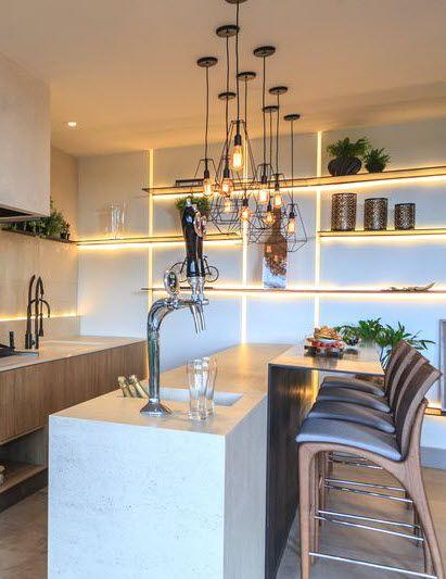 Die richtige Küchen-Beleuchtung setzt die Arbeitsplatte in Szene