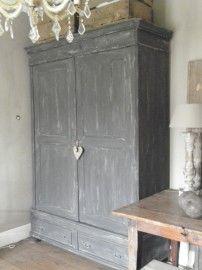 oude eiken kast geverfd met Annie Sloan Country Grey en Graphite. Showroom Styling & Living