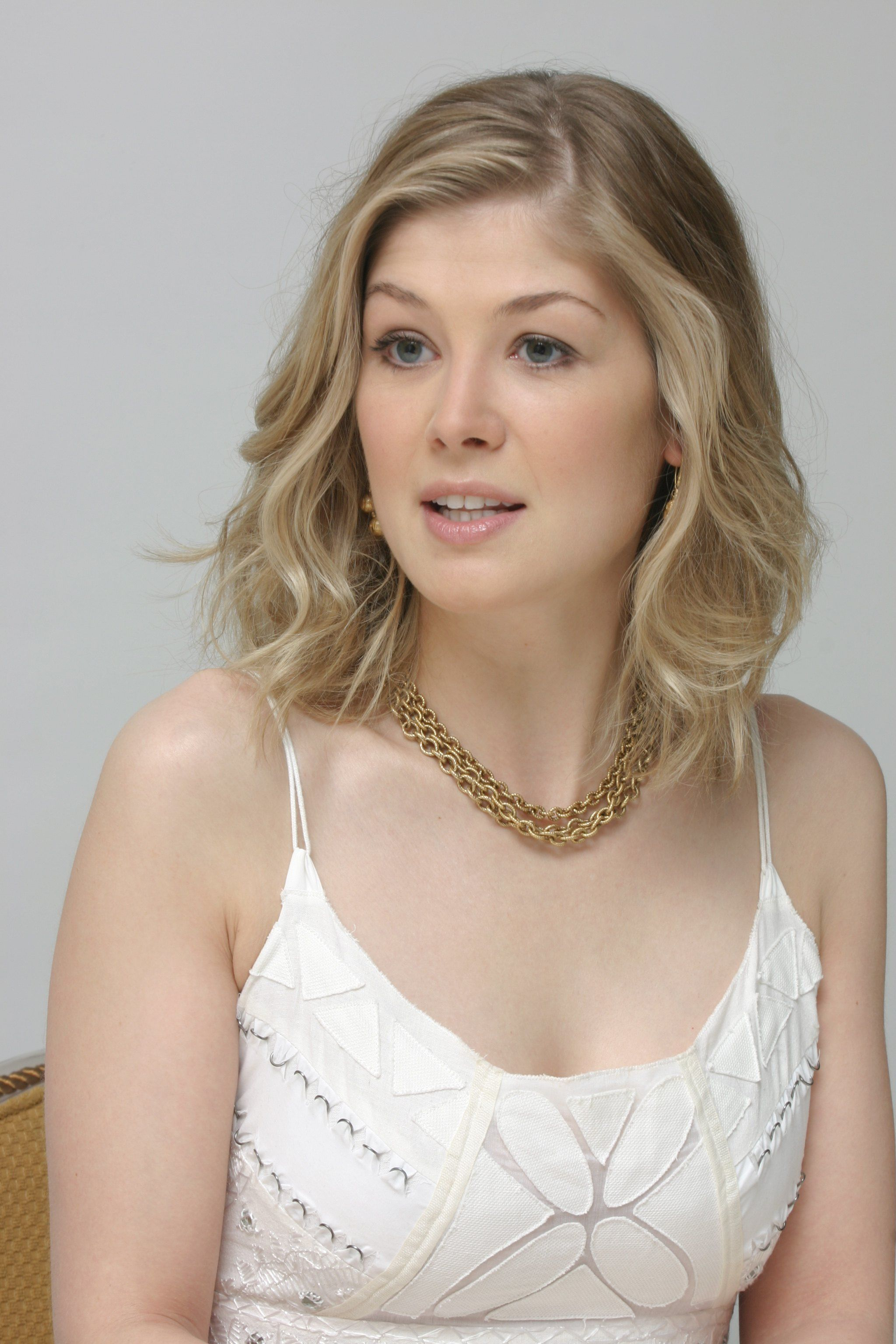 Rosamund Pike HD Wallpaper Backgrounds HD | FAVORITE ACTRESSES ...