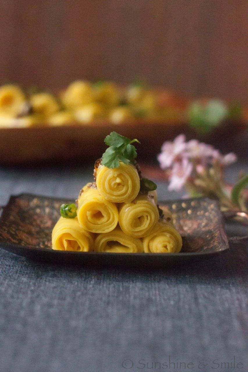 Very pretty and gluten-free: Khandvi - a healthy finger food from India
