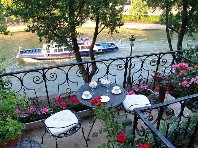 tea with a view at quai d 39 anjou paris d coration balcon mobilier jardin
