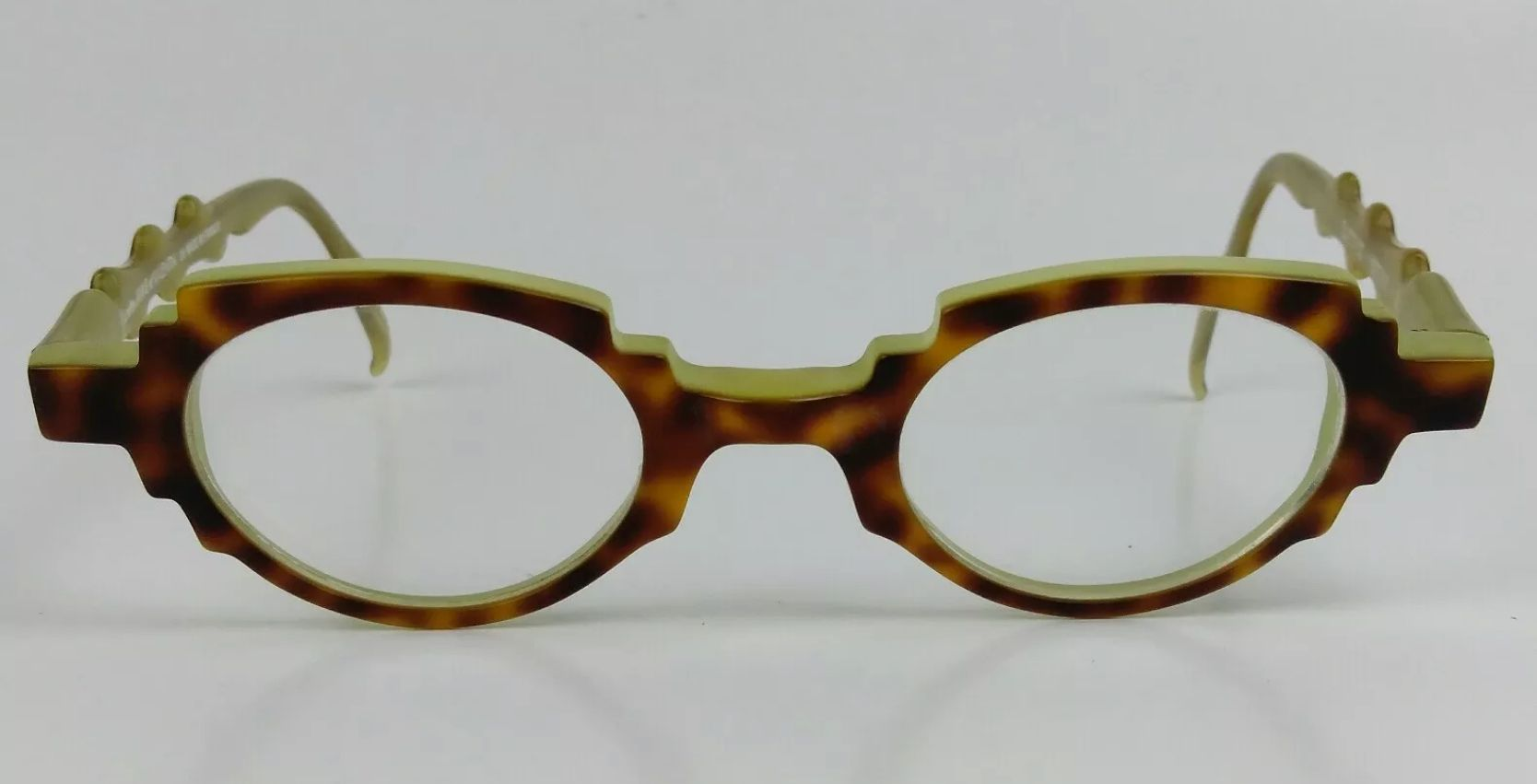 Encontre este Pin e muitos outros na pasta Glasses de kittyafloat. 7112b882f6
