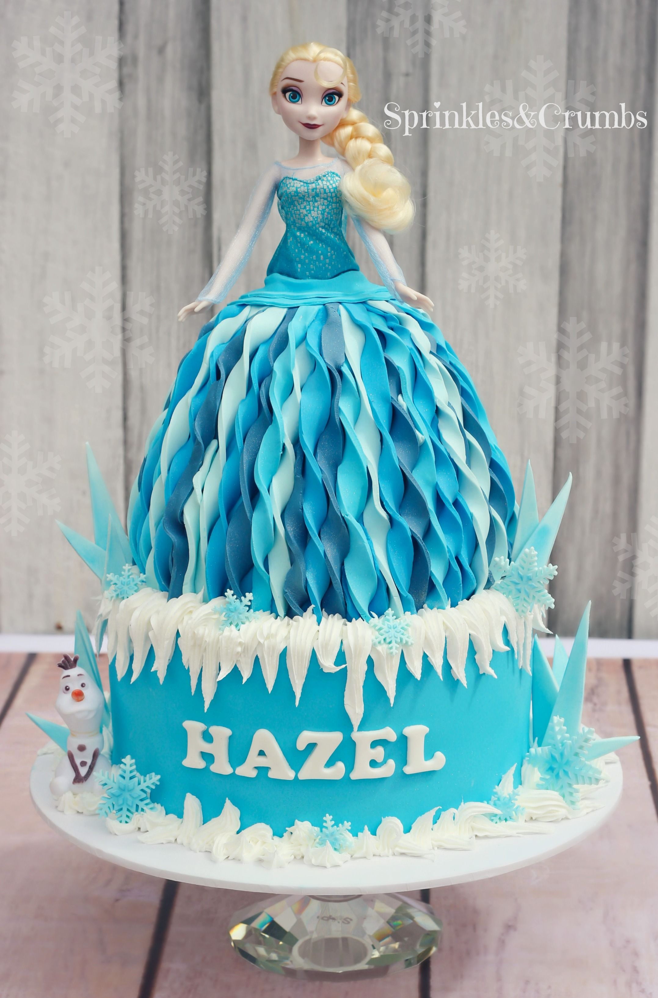 Elsa frozen cake inspired by a pearly cakes design