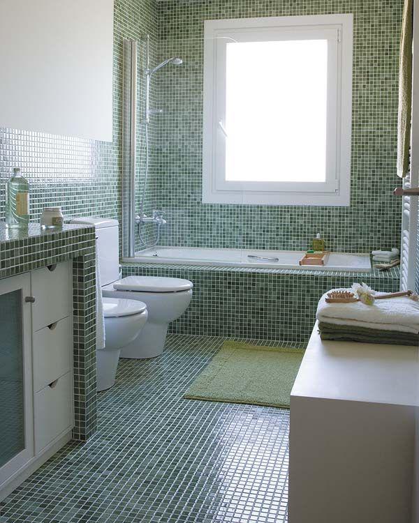 Un cuarto de baño en gresite verde en 2020 | Cuartos de ...
