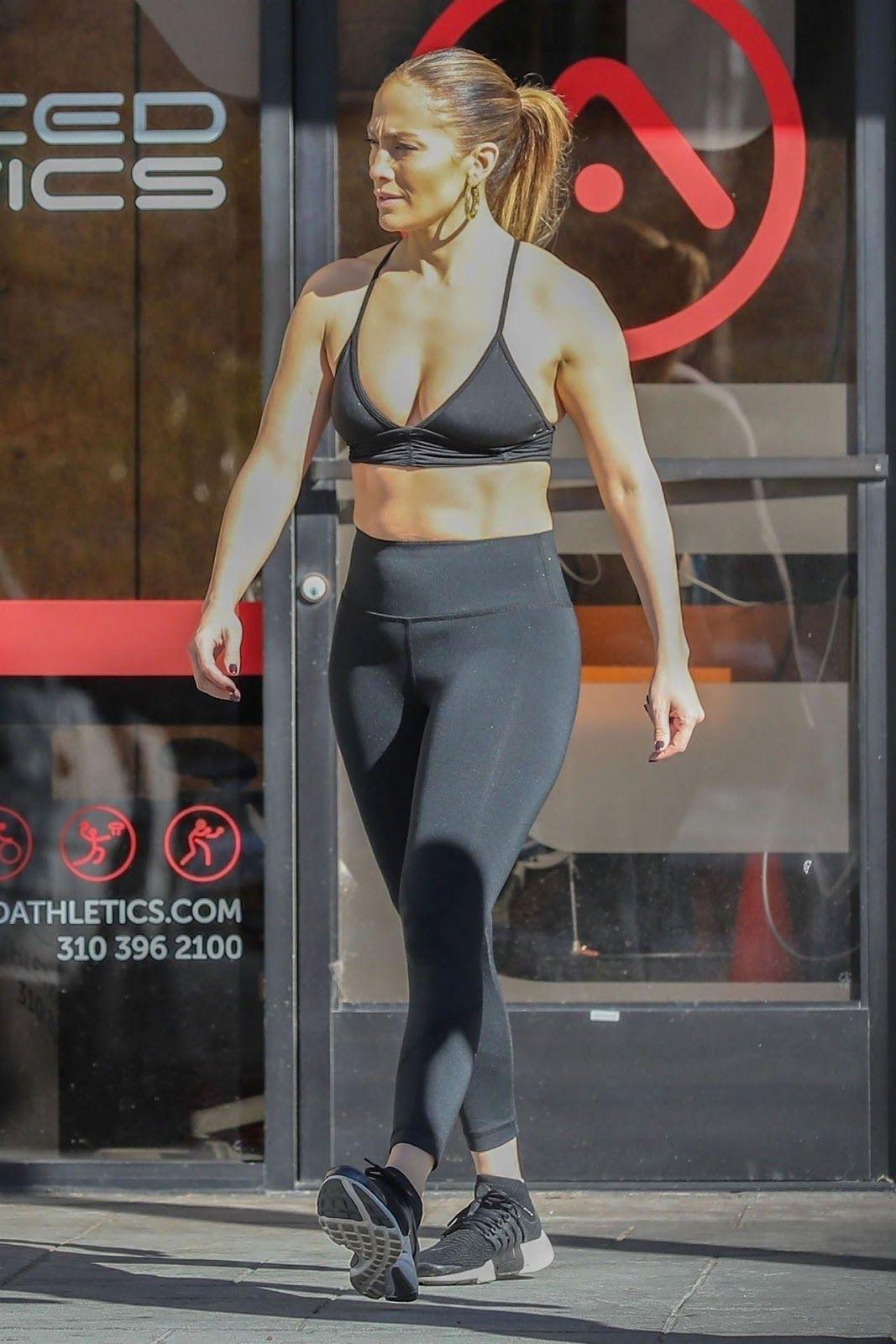 1c47ca25fdd97 Jennifer Lopez Booty at a Gym in Venice Beach 01 01 2019