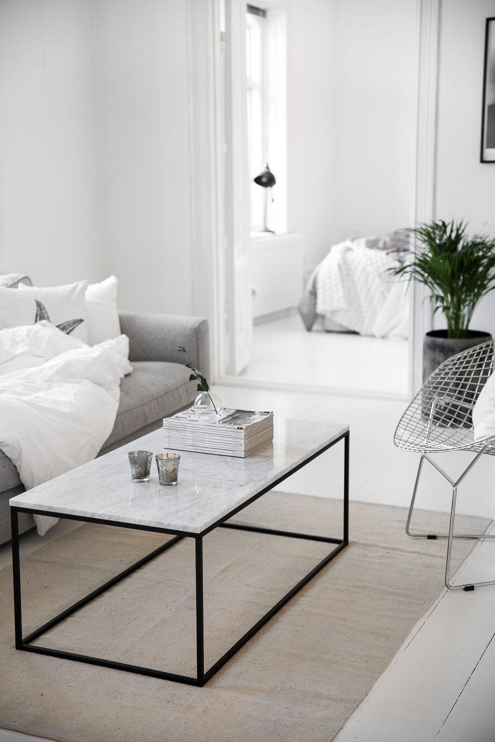 marble table living pinterest marbles interiors and living rooms. Black Bedroom Furniture Sets. Home Design Ideas