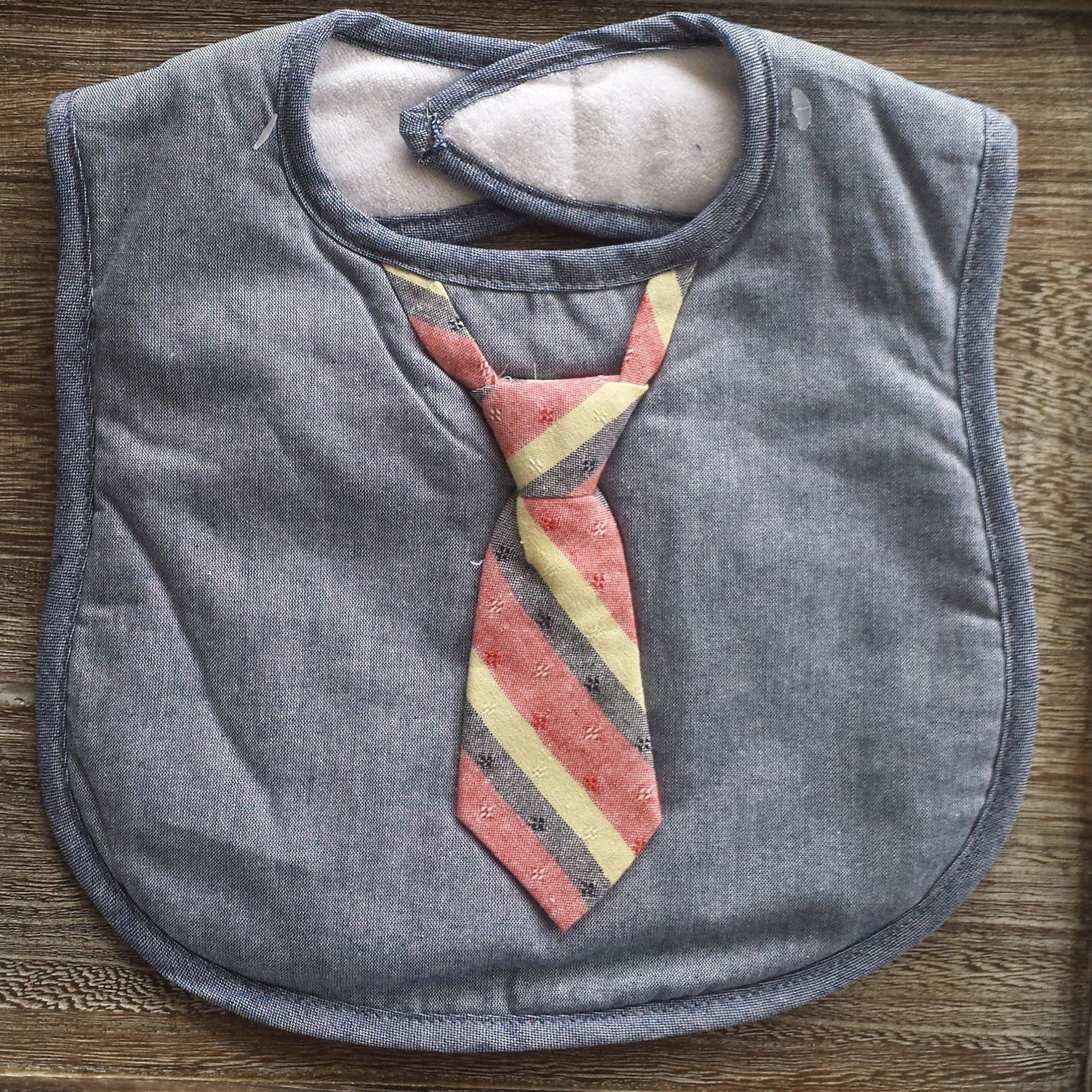 Chambray Bib w. Striped Tie