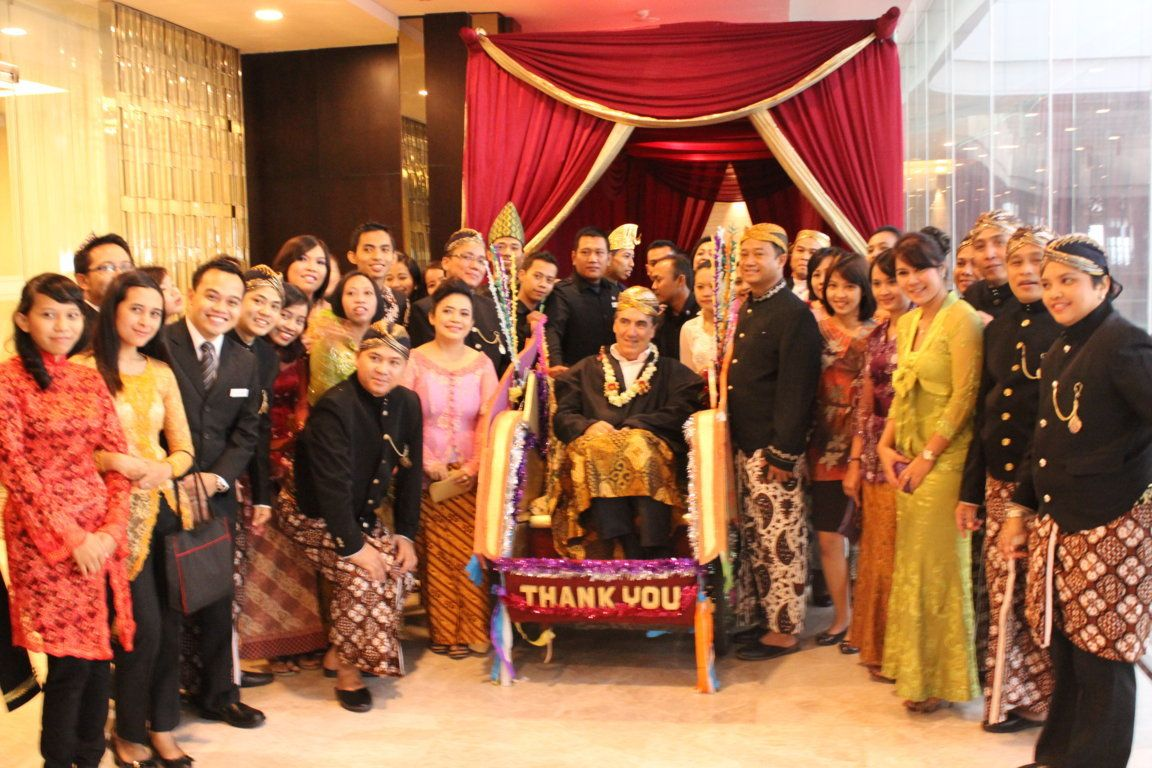 Mr Ian with the Crowne Plaza Semarang team. | GM Farewell Party ...