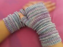 Photo of fingerless wrist warmers with gusset * Instructions for knitting machine / Pfaff Duomatic *