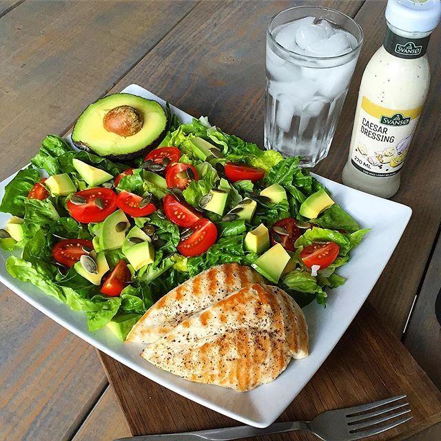 Får I noget lækkert til frokost? Jeg kunne godt spise en caesarsalat😋🍀🐥🍴 #inspiration #motivation #love #lunch #lunchtime #health #healthy #healthyfood #fit #fitspo #fitfam #fitfamdk #fitness #fitlife #nutrition #food #foodporn #foodie #caesarsalad #salad #chicken #protein #hungry #frokost #sundhed #sund #salat #kylling @svansoe