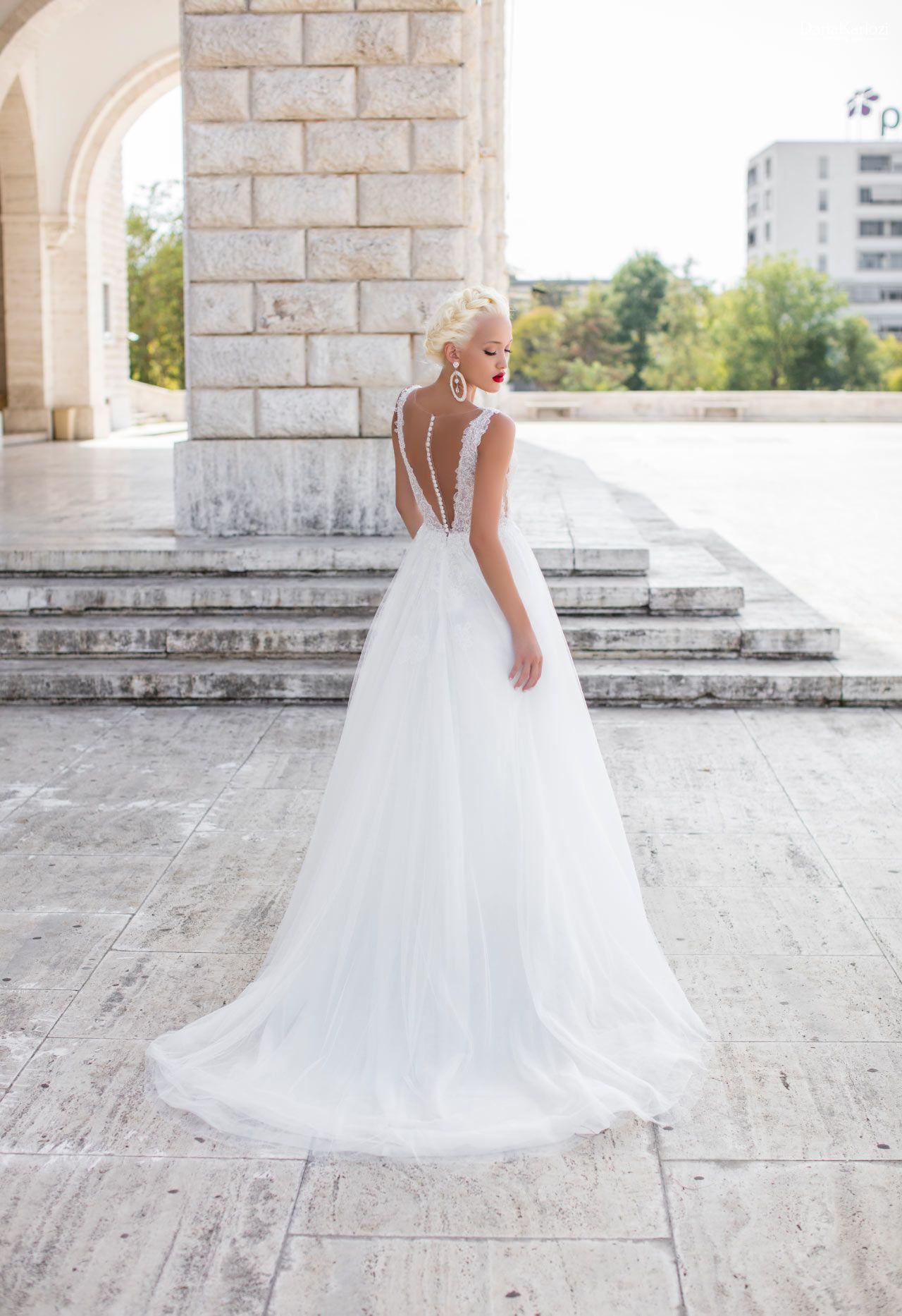 b298e42b7768 Vestito da sposa della collezione Daria Karlozi 2019 in vendita presso il negozio  Boutique Velo