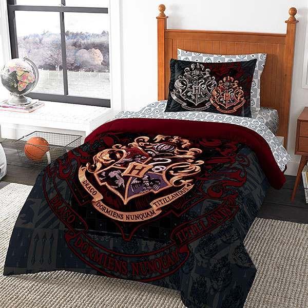 Les Draps Harry Potter Pour Transformer Vos Chambres En Poudlard Chambre A Theme Harry Potter Deco Harry Potter Idee Deco Harry Potter