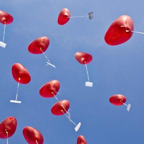13 Fantastische Ideen Um Das Brautpaar Zu Uberraschen Hochzeit Spiele Hochzeit Brauche Uberraschung Hochzeit