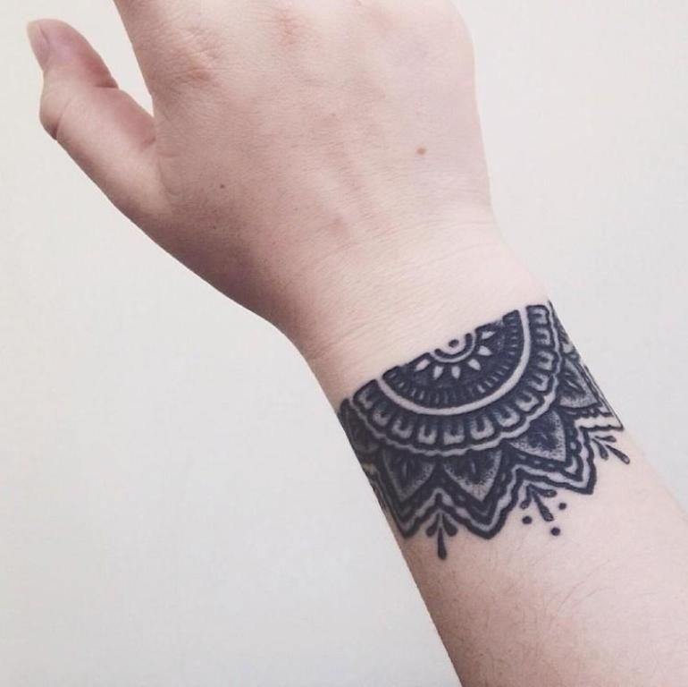 awesome mandala tattoo on wrist 770 768 tatooes pinterest. Black Bedroom Furniture Sets. Home Design Ideas