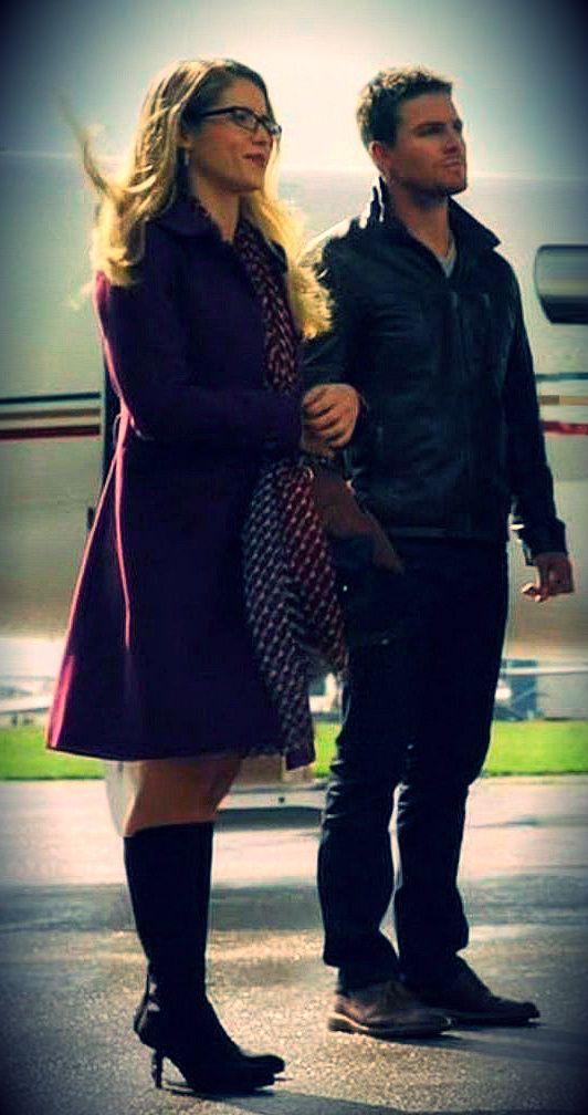 Arrow - Emily Bett Rickards - Felicity Smoak - Oliver ...