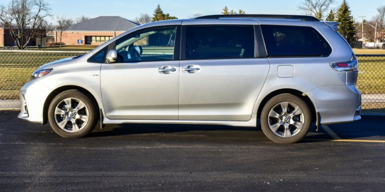 Review Toyota Sienna minivan mixes the strong with the