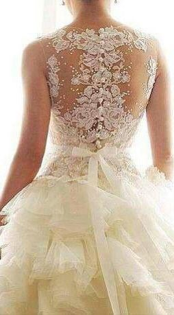 Image via We Heart It https://weheartit.com/entry/111744432/via/7593375 #beach #fashion #lace #photography #vintage #weddingdress #bridalgowns #vestidodenovia