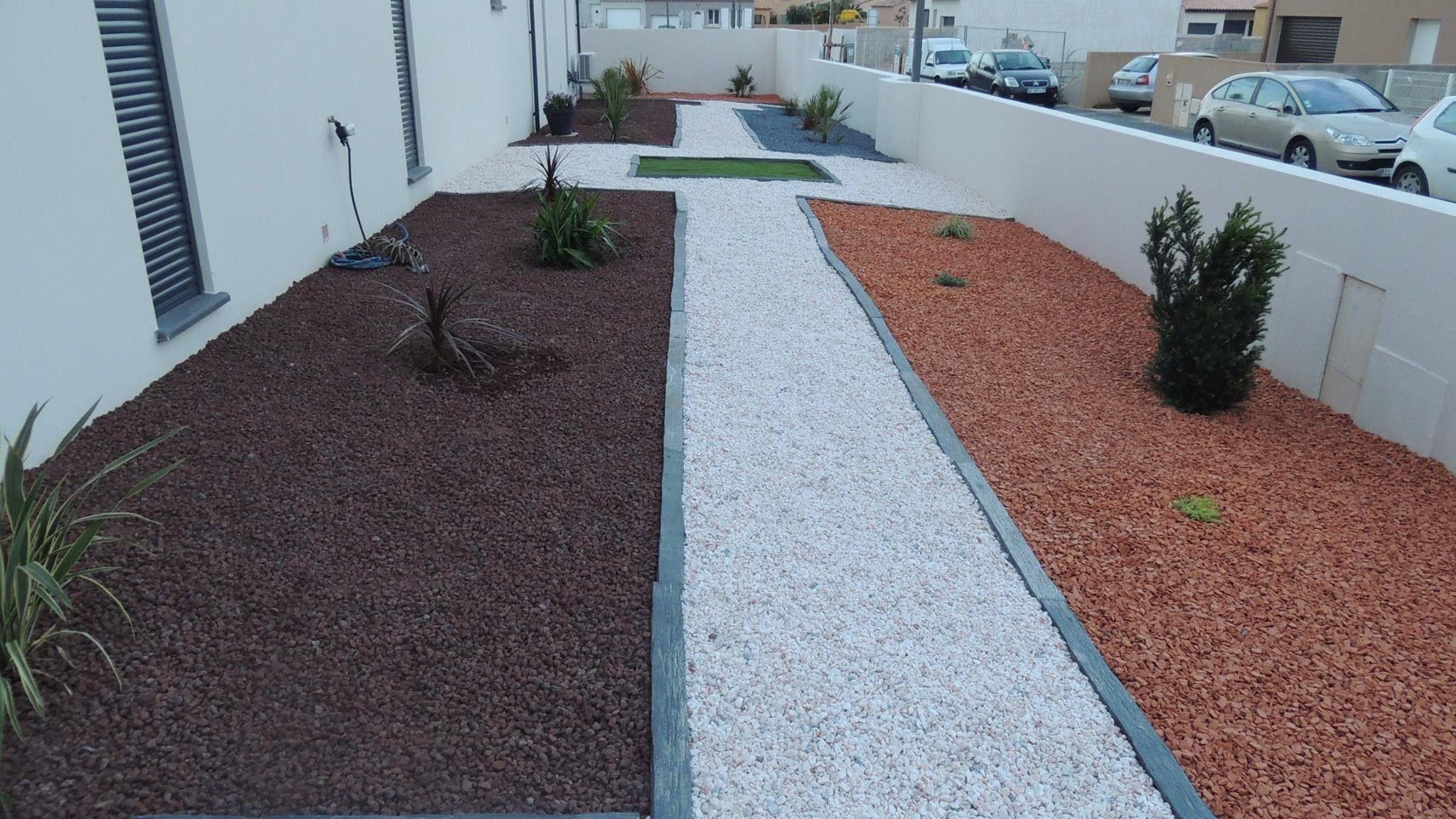 un jardin haut en couleur gravier