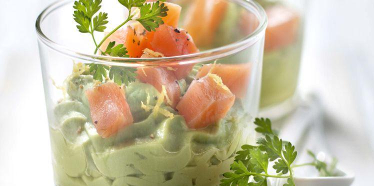 Verrine avocat saumon : découvrez les recettes de cuisine de Femme Actuelle Le MAG #verrinessalees