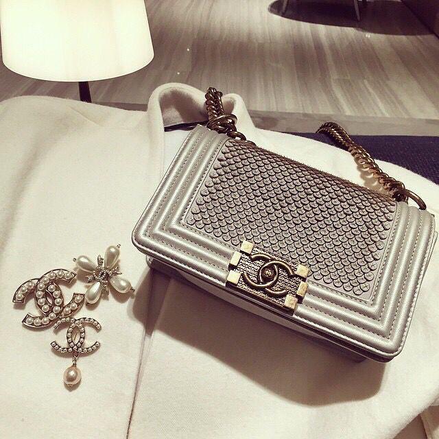 Ce Pe Chanel Est Le It Bag Pour Passer Une Bonne Soirée Www Leasyluxe Hautecouture