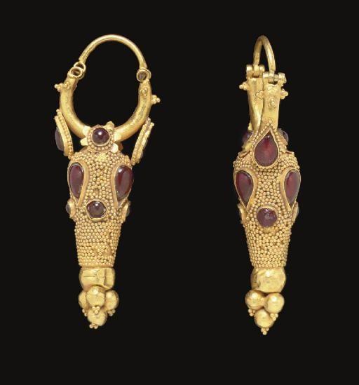 A PAIR OF PARTHIAN GOLD, GARNET AND GLASS EARRINGS   CIRCA 2ND CENTURY A.D.
