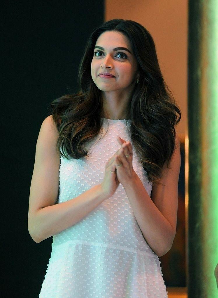 Cute Beautiful Smiling Deepika Padukone Deepika Padukone Style Bollywood Celebrities Beautiful Bollywood Actress