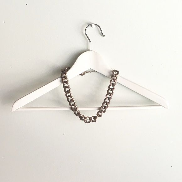 H&M metal necklace H&M chain necklace with a very subtle pink-toned patina, edgy but feminine. Runs 19 inches full length, including clasp. Not wearing as much jewelry lately, so selling while I've got the motivation. :) H&M Jewelry Necklaces