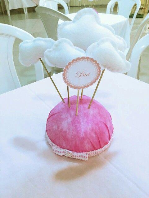 Centro de mesa tema nuvem Chuva de bencao decoracao de festa Mesa chá de bebe, Mesa de  -> Decoração Chá De Fraldas Tema Nuvem