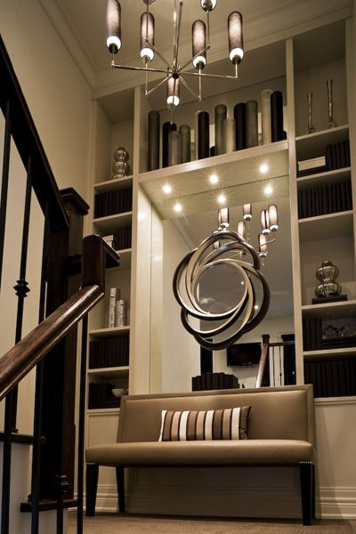 Elegant Staircase Landing Decor Black And Cream Deco Maison Decoration Interieure Maison