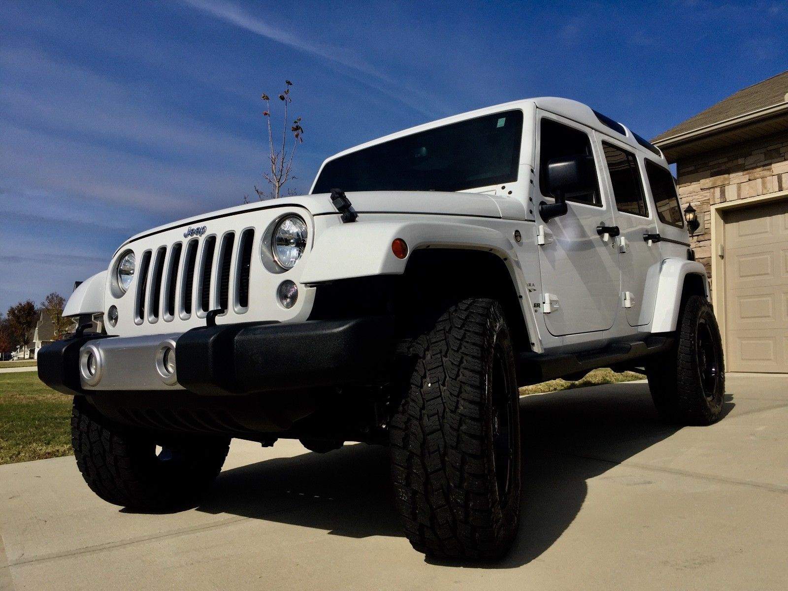 2016 Jeep Wrangler Unlimited Sahara 2016 Jeep Wrangler Unlimited Sahara 2017 2018 Is In Stock And For Sale 24carshop Com Jeep Wrangler Unlimited White Jeep Wrangler Unlimited Jeep Wrangler Unlimited Sahara