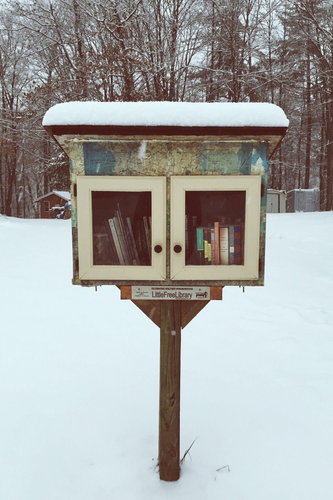 kalebattle: My neighborhood's Little Free Library! I'm happy to...