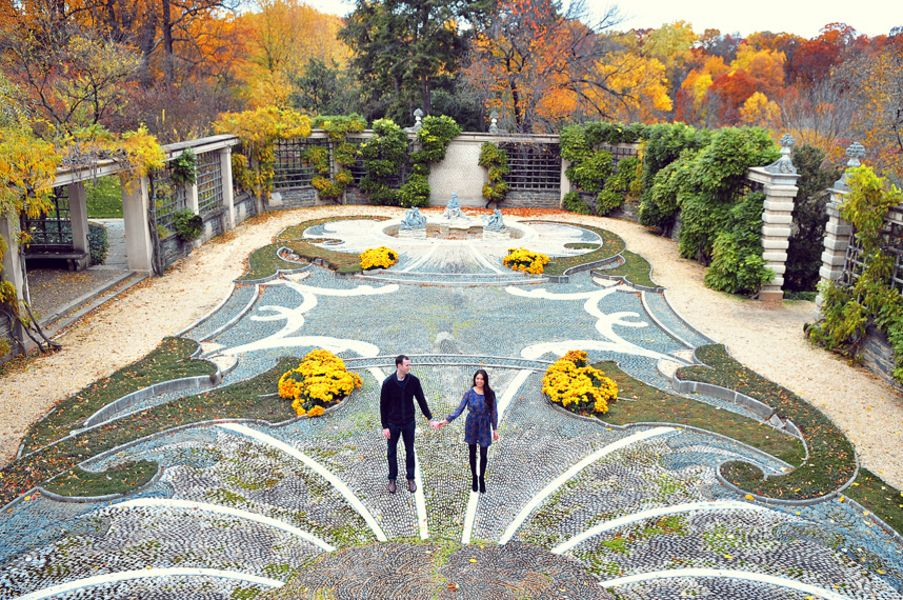 Dumbarton Oaks Georgetown Washington DC Engagement Session (12) | Dc engagement photos, Engagement photos fall, Fall engagement pictures