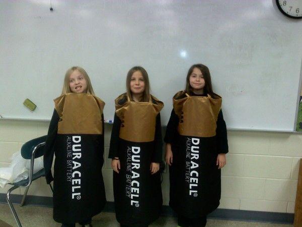 DIY Triple AAA Battery Costume #Batteries #TripleAAA #DIY #Halloween #HalloweenCostumes #Costumes #Sewing #Sew