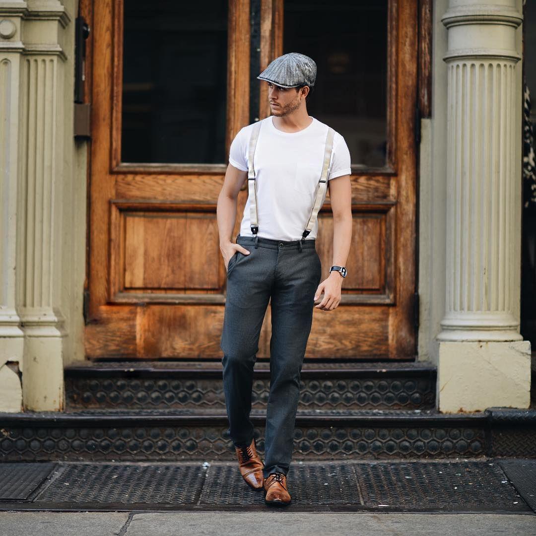 bretelles beiges port es sur un t shirt blanc avec un pantalon gris anthracite et des derbys. Black Bedroom Furniture Sets. Home Design Ideas