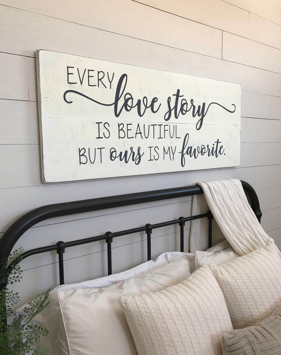 20 Gorgeous Vintage Wall Decor Ideas To Add Old Fashioned Charm To Your Home Bedroom Wall Decor Above Bed Wall Decor Bedroom Bedroom Vintage
