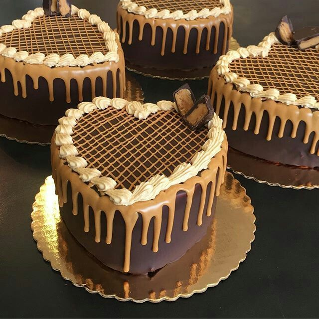 Heart Shaped Chocolate Cake Is Too Pretty To Eat With Images