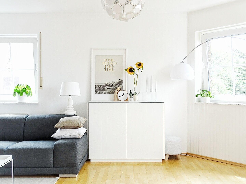 Living room wohnzimmer sideboard viele blumen sonnenblumen lebens hallo deko bild tschüss poster shelfie hallo ligran bild print
