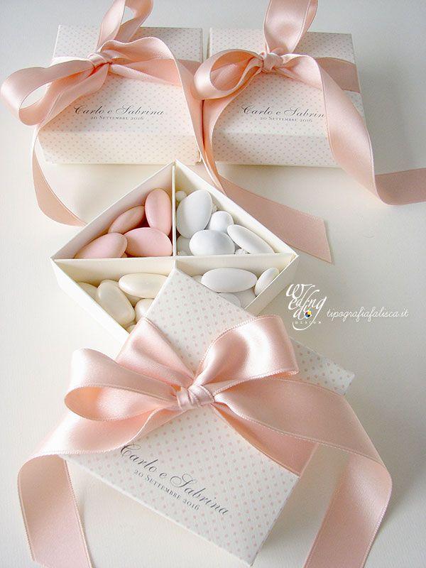 Scatoline di #confetti in 4 gusti da donare agli ospiti del matrimonio. #matrimonioelegante #confettata #scatolineconfetti #bomboniere #hochzeitsdeko