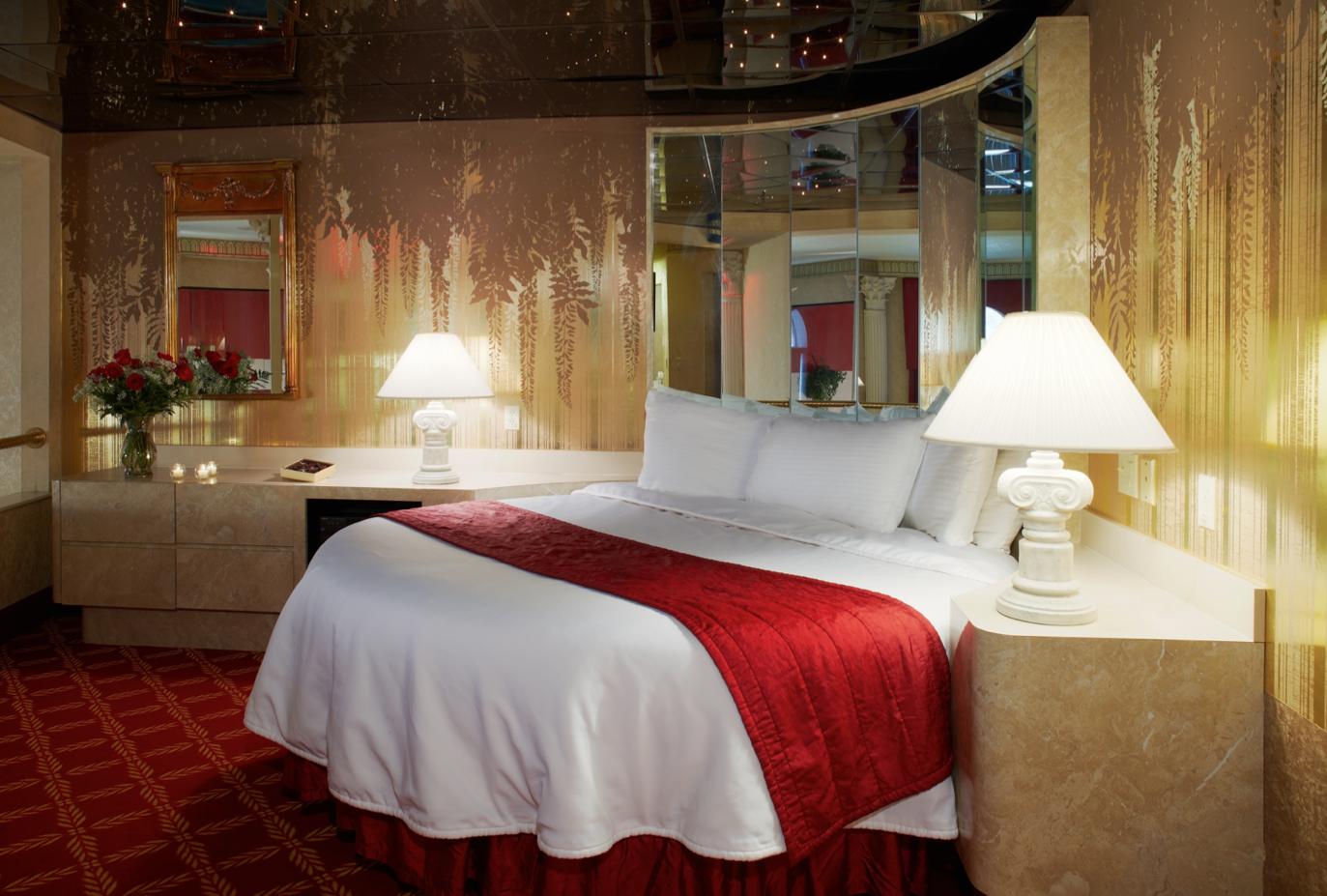 Roman Tower Suite Bedroom Round Beds Romantic Resorts Poconos