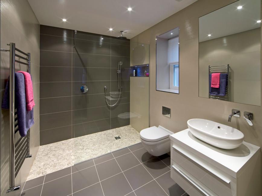 Badezimmer sanieren Badezimmer mit Boden grau   Große ...