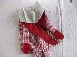 http://www.christmaholic.nl/2012/11/04/zelf-maken-knuffel-kerstelf-werkbeschrijving-patroon-fotos/