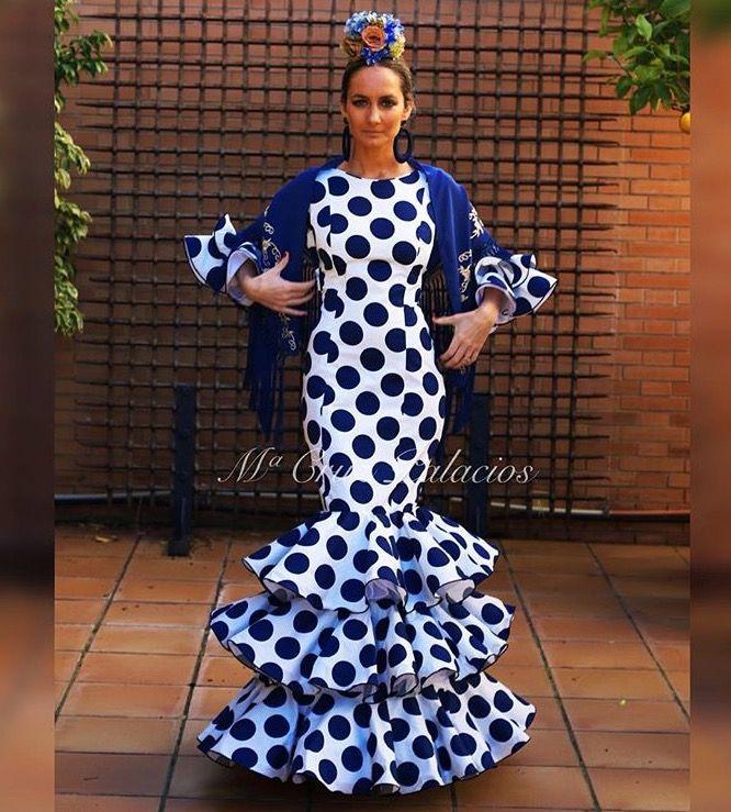 Traje de flamenca azul y blanco