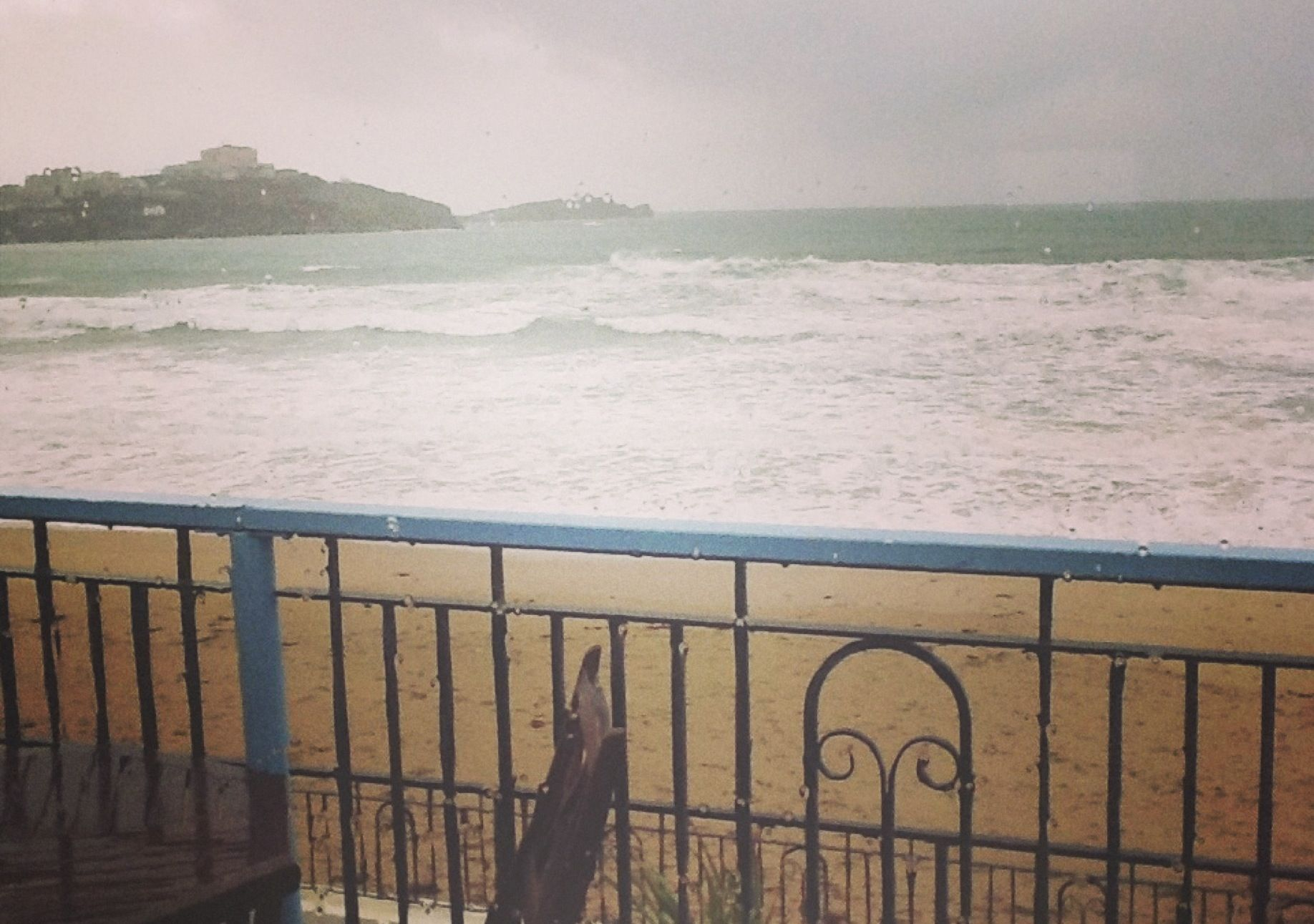 Rainy day in Cornwall // [england, storm, seaside, sea, view, misty, beautiful, sand, winter]