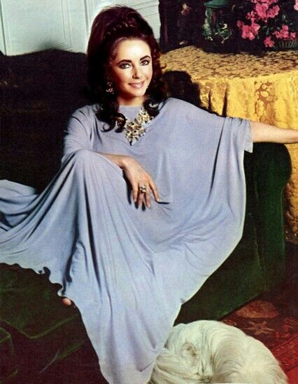 A Jersey Caftan Is More Comfortable Than Wearing Nothing Ask My Pal Here Elizabeth Taylor Jewelry Elizabeth Taylor Fashion