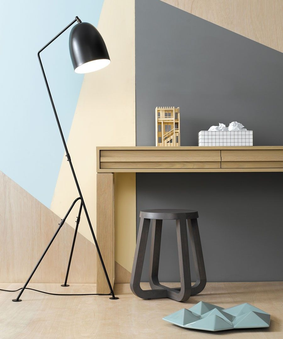 Tripod floor lamp in living room - This Elegant Mid Century Modern Living Room Design Features Outstanding Modern Lounge Chairs And Even More Amazing Lamps The Floor Lamp In The Image Is A