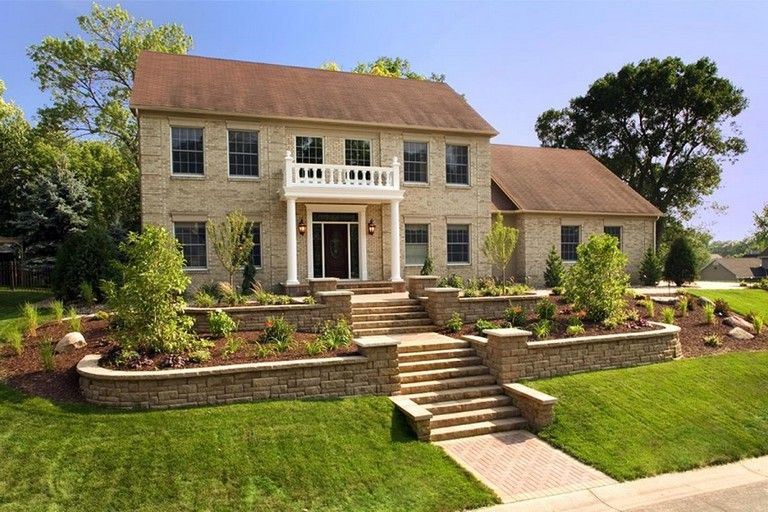 40 Exciting Landscape Ideas For Front Of House Sloped Front Yard Front Yard Landscaping Design Ranch House Landscaping