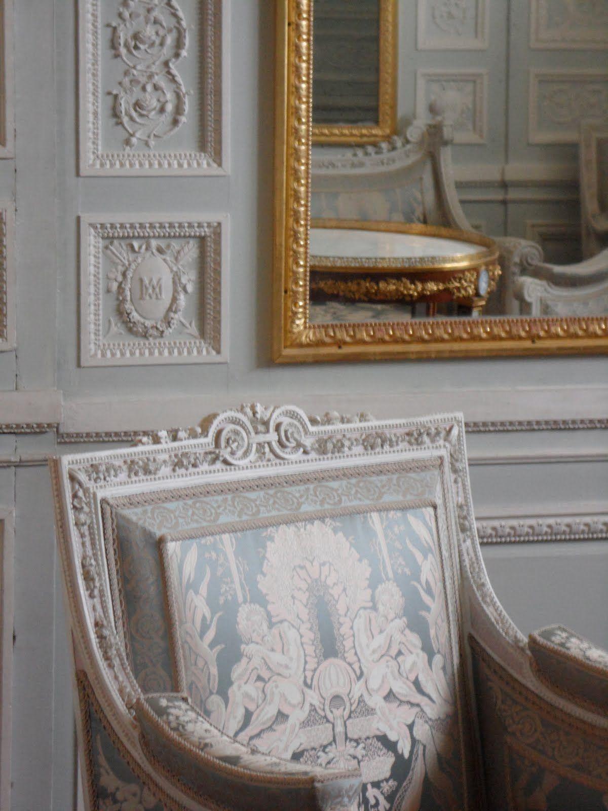 Petit trianon marie antoinette petit trianon trianon mobilier de salon - Les petit meubles de marie ...