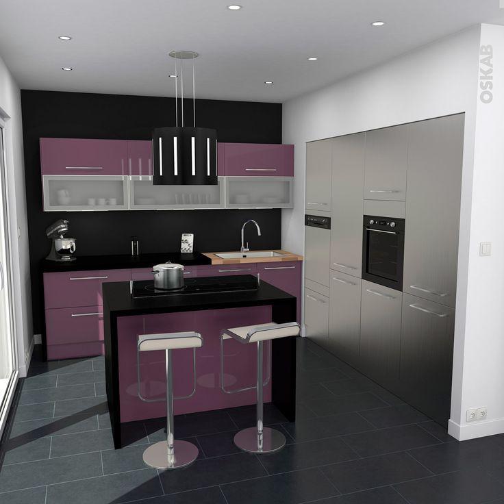 cuisine moderne avec îlot central et armoires blanches et couleur